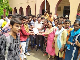 छात्रवृत्ति आवास भत्ता समेत कॉलेज में 25% सीटें बढ़ाने को लेकर छात्रों ने जमकर किया हंगामा