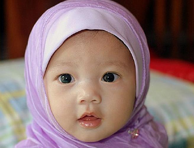 Foto Lucu Dan Imut Anak Kecil Saat Memakai Jilbab