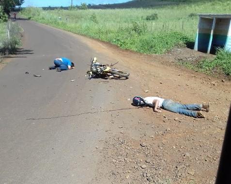 Rio Bonito do Iguaçu: Grave acidente de moto fere dois na comunidade Linha Nova