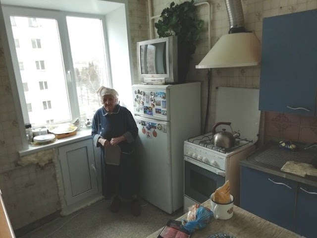 К 9 мая парни сделали бабушке бесплатный ремонт кухни. Фото до и после