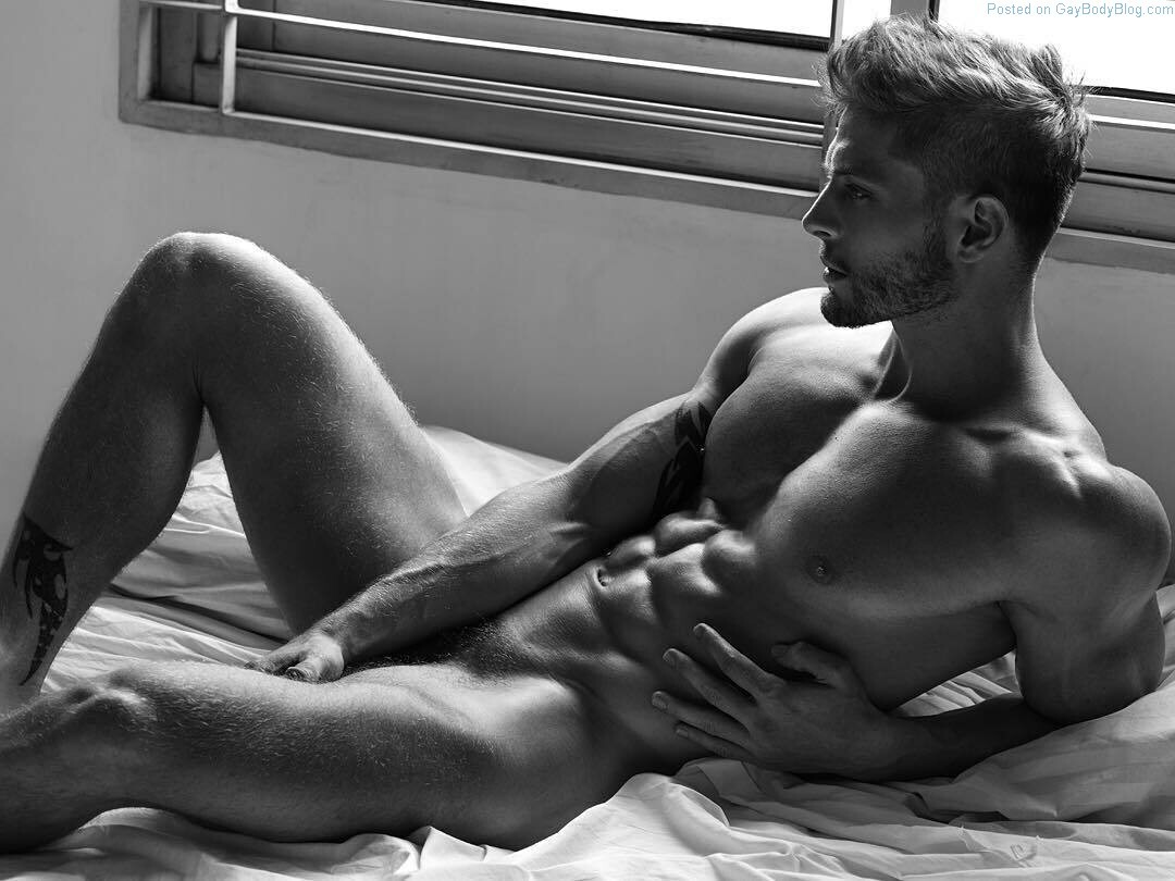 Gorgeous men in the nude