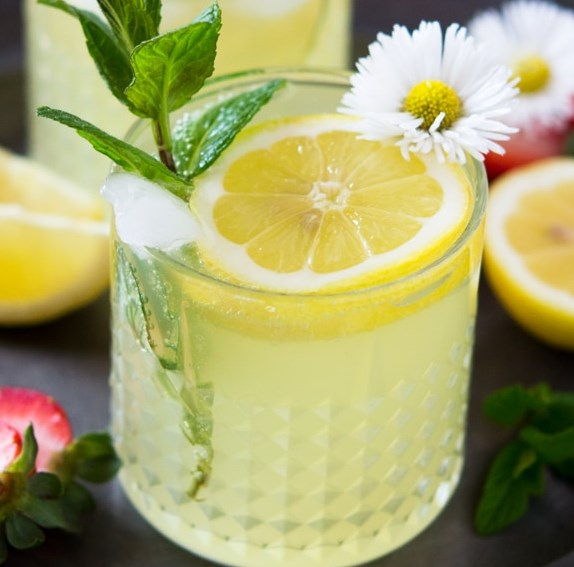 Sparkling Limoncello Cocktail #drinks #summercocktails