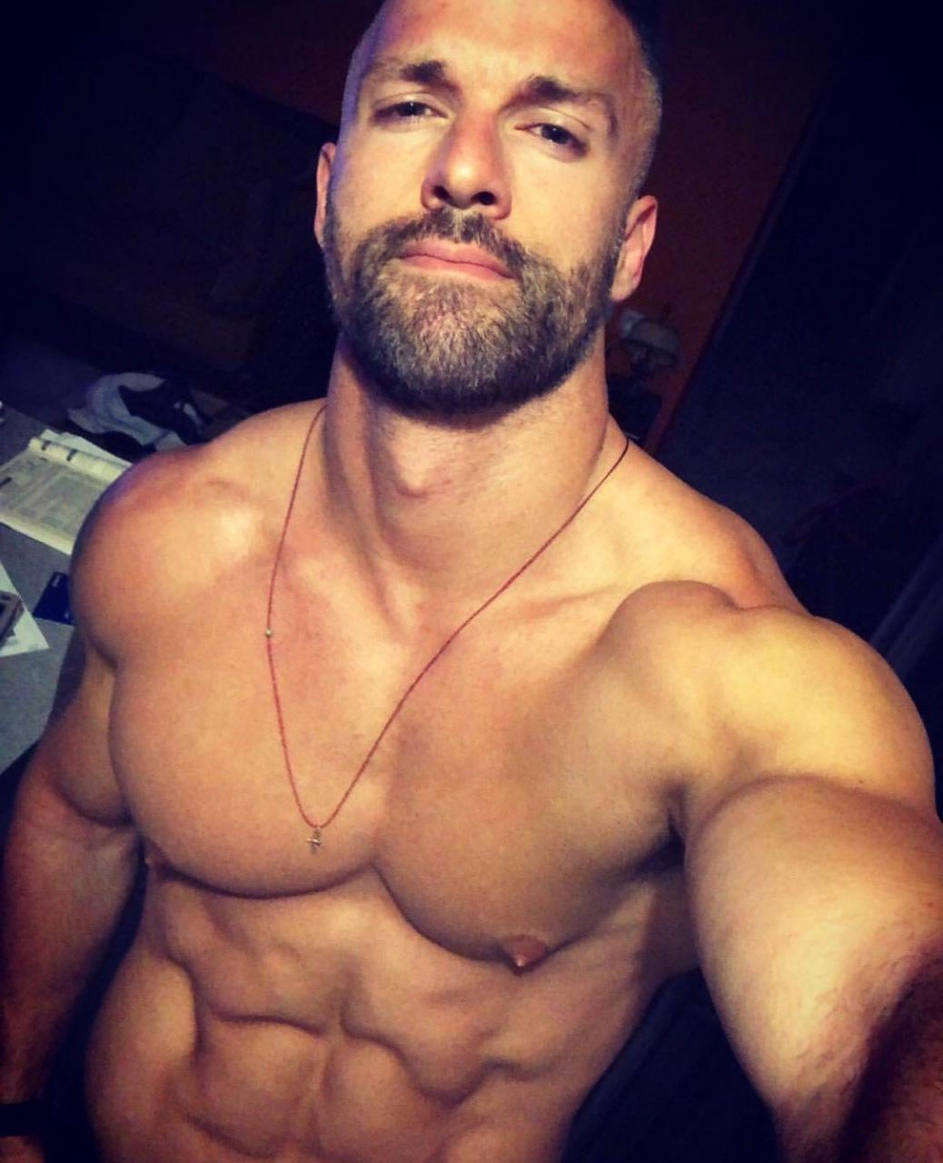 masculine-bearded-daddy-ripped-sixpack-abs-perky-nipples-pecs-leaked-selfies