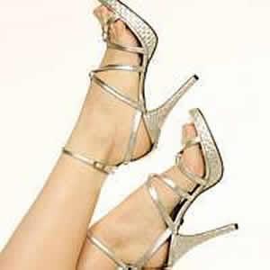 Sandália de salto fino