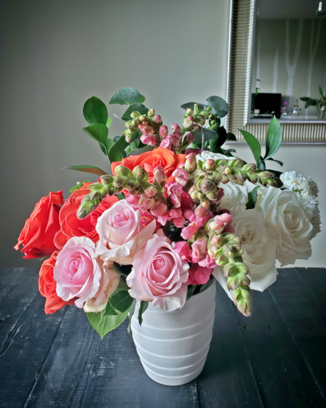 flowers, flower arrangement, urban stems, roses, eucalyptus, bouquet