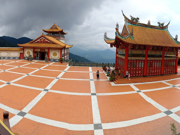 Naik Awana Skyway Jangan Lupa Mampir Ke Chin Swee Temple