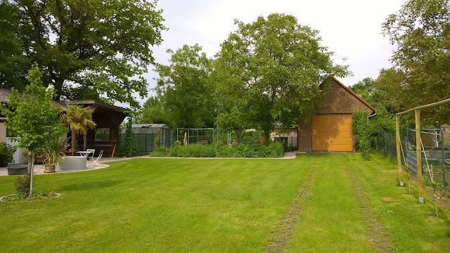Blick in den hinteren Gartenbereich (c) by Joachim Wenk