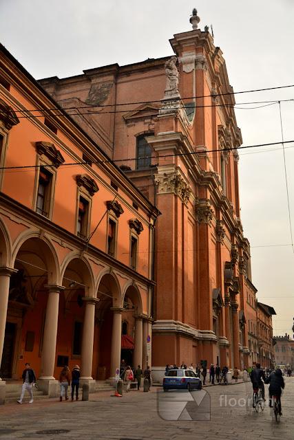 Katedra Świętego Piotra (Chiesa Cattedrale Metropolitana di San Pietro)