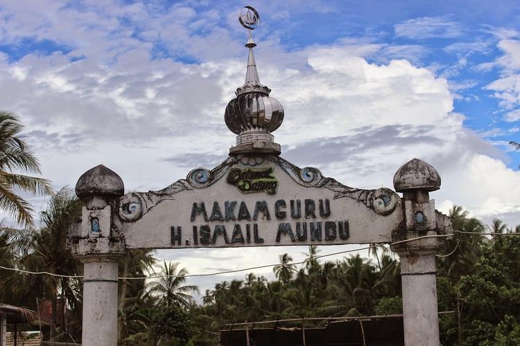 Berwisata Religi Ke Makam Guru H. Ismail Mundu