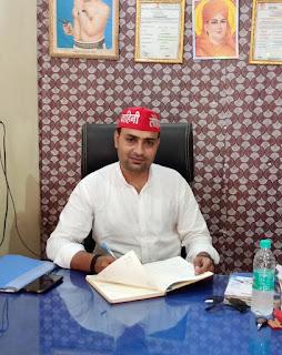 मल्हनी की जनता ने स्व. पारसनाथ यादव को दी श्रद्धांजलि : राज यादव   #NayaSaberaNetwork