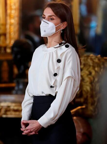 Queen Letizia wore a new silk blouse from Maksu, and a fux fur collar cape from Carolina Herrera. Maksu Ecru Fontana Blouse and Magrit pumps