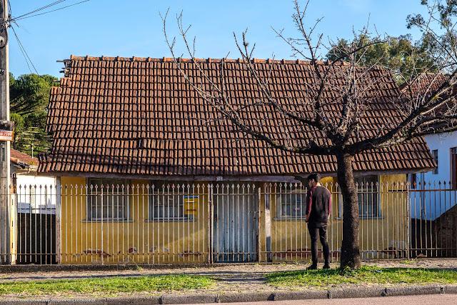 Uma casa amarela na Anita Garibaldi