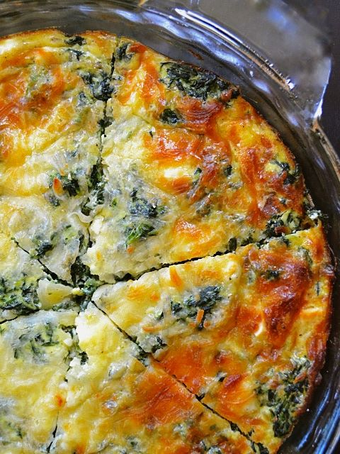 SPINACH MUSHROOM AND FETA CRUSTLESS QUICHE #spinach #vegetarian #vegan #breakfast #broocoli