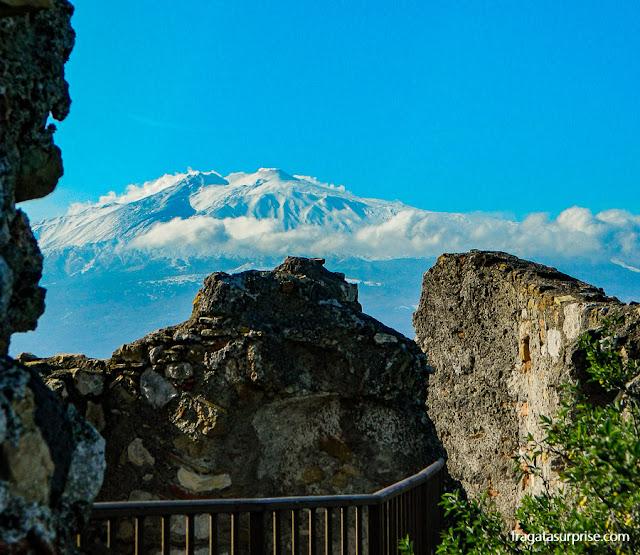 O vulcão Etna visto do Castelo de Castelmola, Sicília