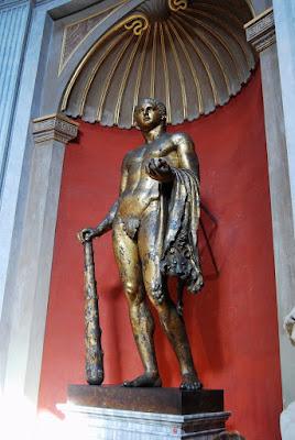 Hercule en bronze du IIIème siècle après JC, trouvé près du théâtre de Pompée