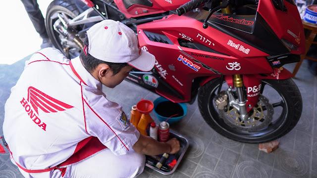 Merawat motor di rumah