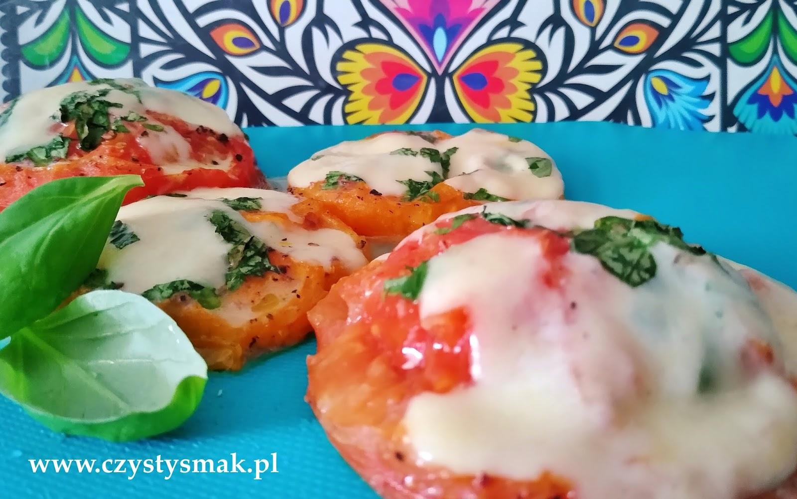pomidory pieczone z oliwą, bazylią i mozzarellą