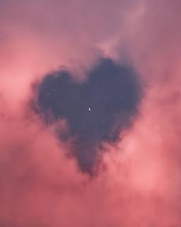 صور السماء جميل جداً، على شكل قلب
