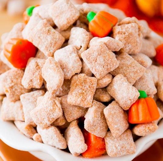 Pumpkin Spice Puppy Chow #desserts #christmas