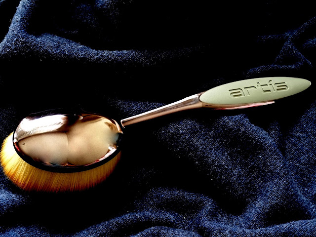 Artis Elite Collection Smoke Finish Oval 8 Brush
