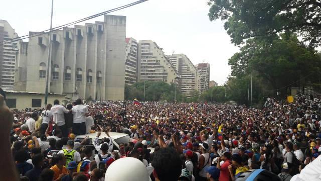 ¡Al grito de sí se pudo!: Cientos de miles de caraqueños copan Montalbán junto a dirigentes opositores (Foto+Video)
