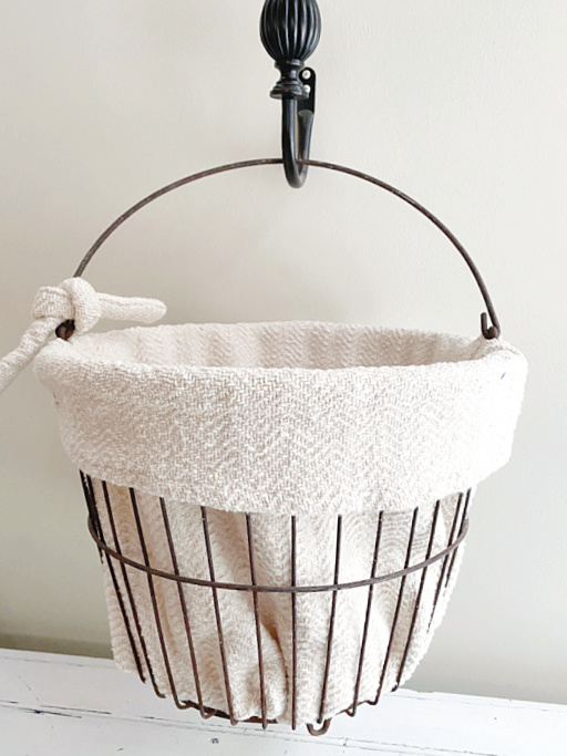 hanging clam basket with liner