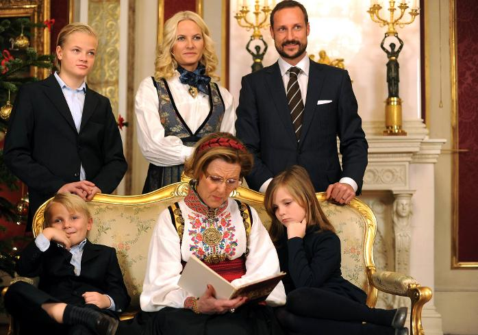 Norwegian Royal Family S Official Christmas Photos For 2011
