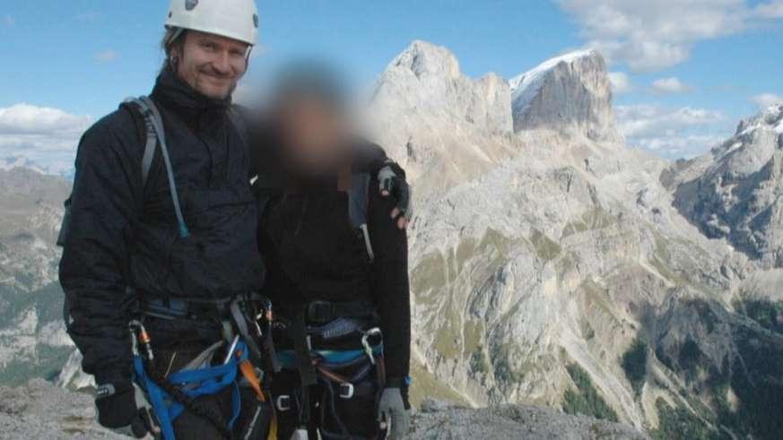 BBUoJ9V - Meu namorado era um policial disfarçado enviado para me espionar'