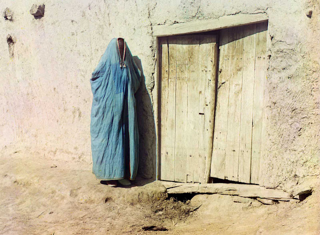 Sart woman in purdah in Samarkand, Uzbekistan, ca. 1910. Until the Russian revolution of 1917,