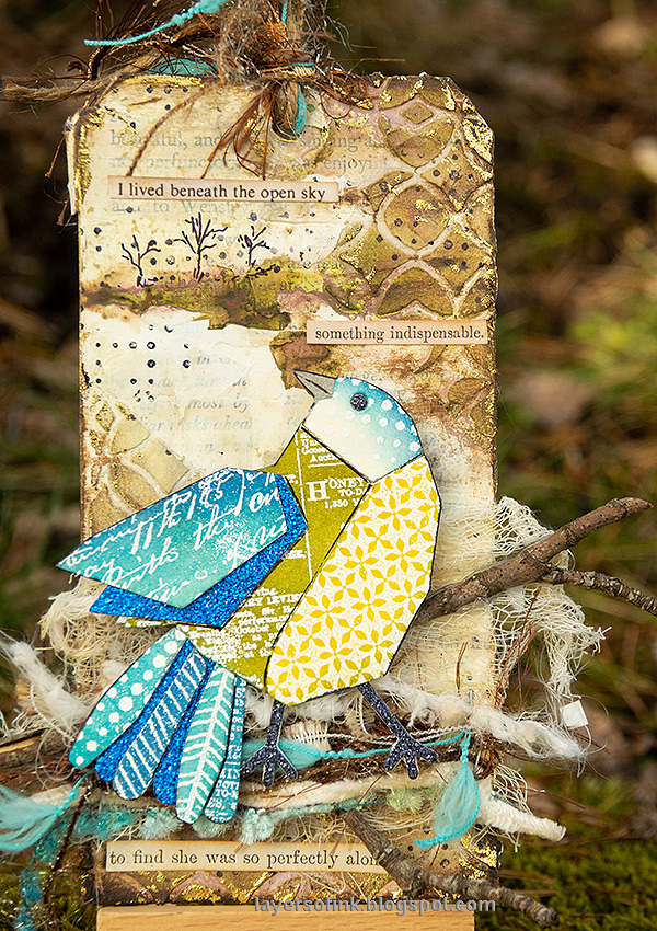 Layers of ink - Mixed Media Patchwork Bird Tutorial by Anna-Karin Evaldsson.