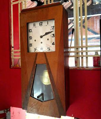 đồng hồ treo tường cổ Junghans