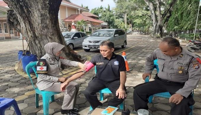 Tim Dokkes Polres Serang Kota Laksanakan Pelayanan Kesehatan Kepada Personel Pos PAM