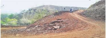 सरकारी तंत्र को दिखाया आइना, इस गांव के लोगो ने बना डाली सड़क