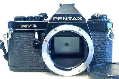 Pentax MV1, Front