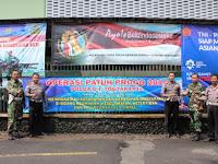 Kompak, TNI-Polri Pasang Spanduk Bareng
