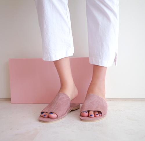 Wide Upper Low Heel Thin Sole Slippers