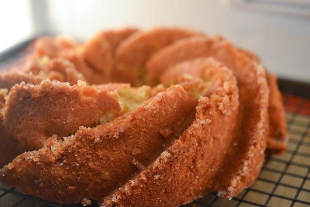 Delicious Powdered Sugar Pound Cake