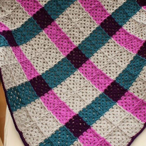 Magenta Tartan Granny Square Blanket - Free Pattern