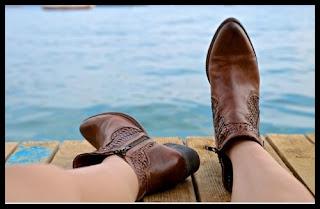 Cara Membersihkan dan Merawat Sepatu Kulit Agar Awet dan Nampak Baru