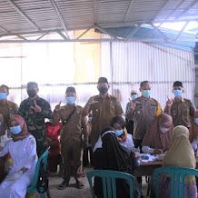 Wakil Bupati Hairan Tinjau Pelaksanaan Vaksinasi Di Desa Betara Kanan Dusun Poncorejo Kecamatan Kuala Betara
