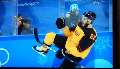 http://www.sueddeutsche.de/sport/olympia-ihre-chatgruppe-heisst-mission-gold-1.3880987