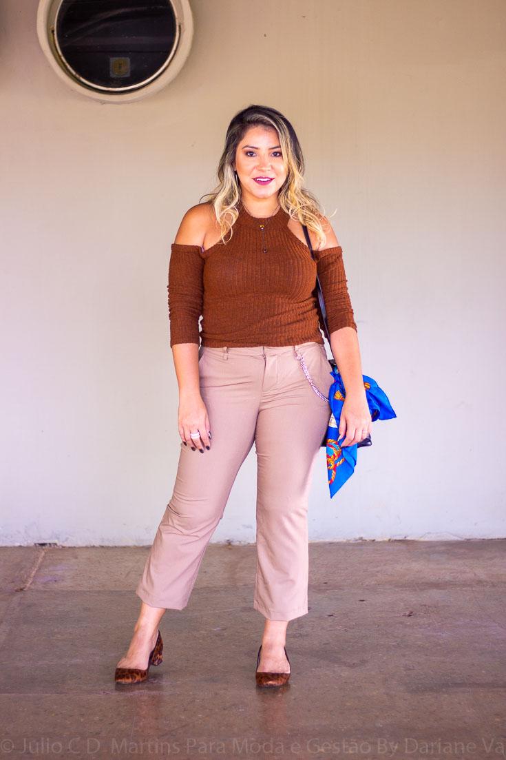 Look do dia: calça de alfaiataria creme e blusa marrom