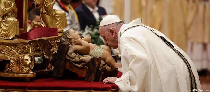 "Na Missa do Galo, papa destaca amor ""incondicional de Deus"""