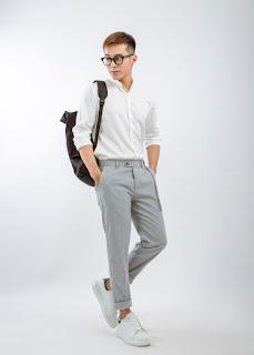 Làm thế nào để thật phong cách với sơ mi trắng nam đi học?