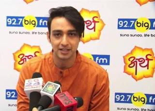 Foto Saurabh Raj Jain sebagai Pembawa Acara Radio