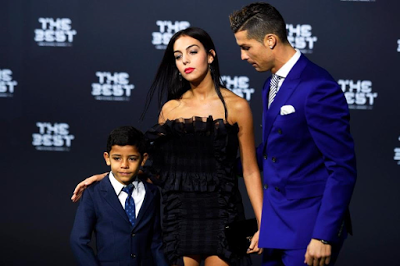 CHRISTIANO RONALDO IS JEALOUS ABOUT GIRLFRIEND CHILLING WITH A MALE FRIEND, HE SAYS BECAREFUL