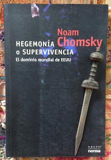 Portada del libro Hegemonía o supervivencia, de Noam Chomsky