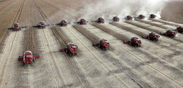Fábrica de colheitadeiras na Argentina quase faliu por maus negócios com a Venezuela. Hoje luta para satisfazer a demanda privada