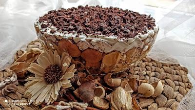 Warstwowy deser z biszkoptów i mascarpone