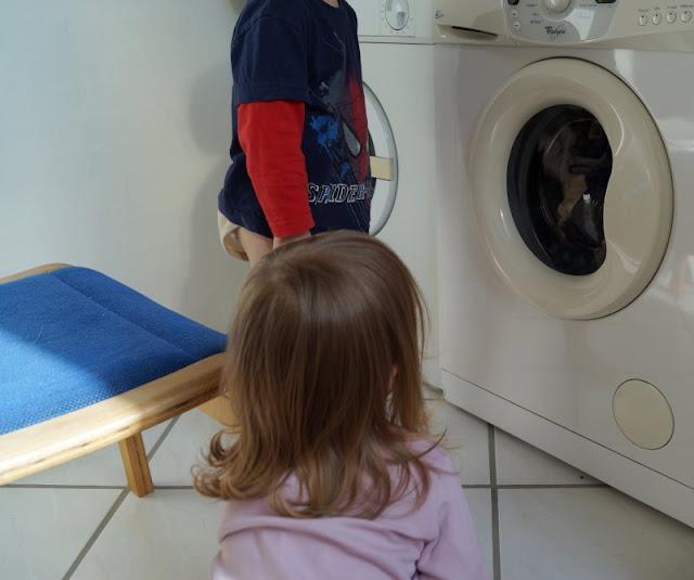 Der nächste Waschgang kommt bestimmt, Kinder. #Familienmoment Nr. 41: Im Schleudergang oder von der Faszination der Waschmaschine